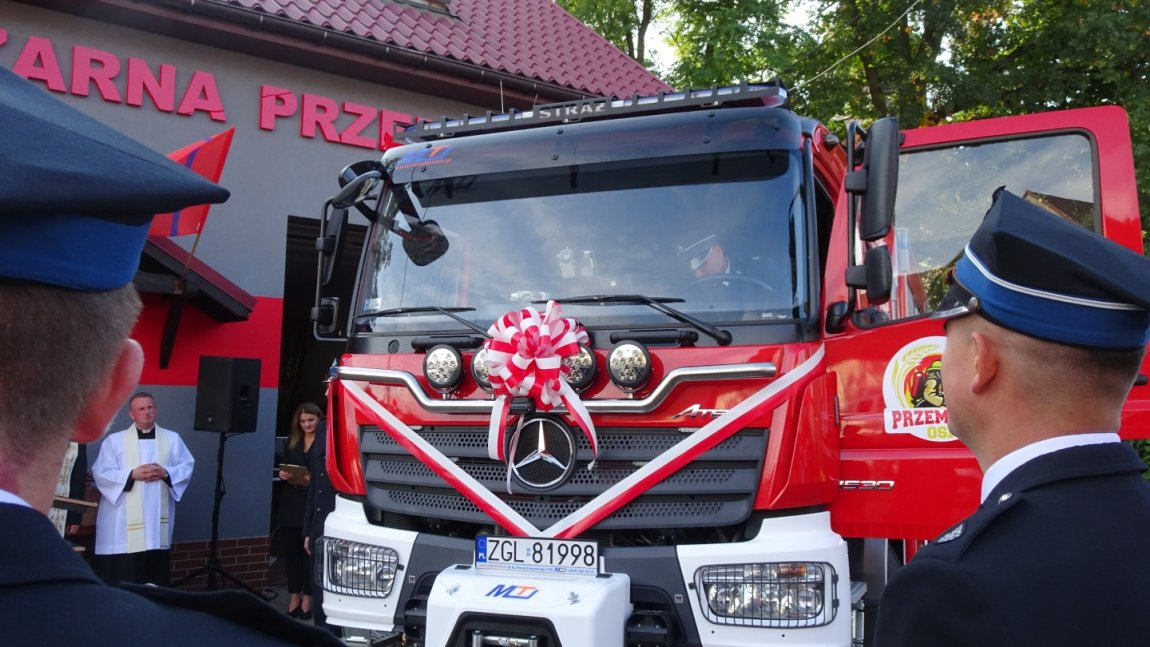 Przekazanie wozu strażackiego dla OSP w Przemoczu
